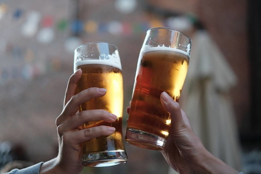 the reasons we drink beer 2 essay More intelligent people are more likely to binge drink and get drunk 10 reasons to fire your therapist roughly comparable to light beer.